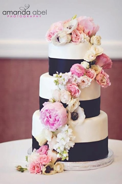 Navy blue and pink wedding cakes for Wedding pink and blue